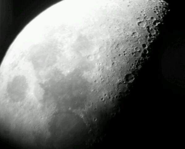 Luna scattata l'8 Marzo durante una serata osservativa. La foto è stata realizzata attraverso un cellulare Samsung S4 + snapzoom da Massimo dell'associazione astrofili Vega